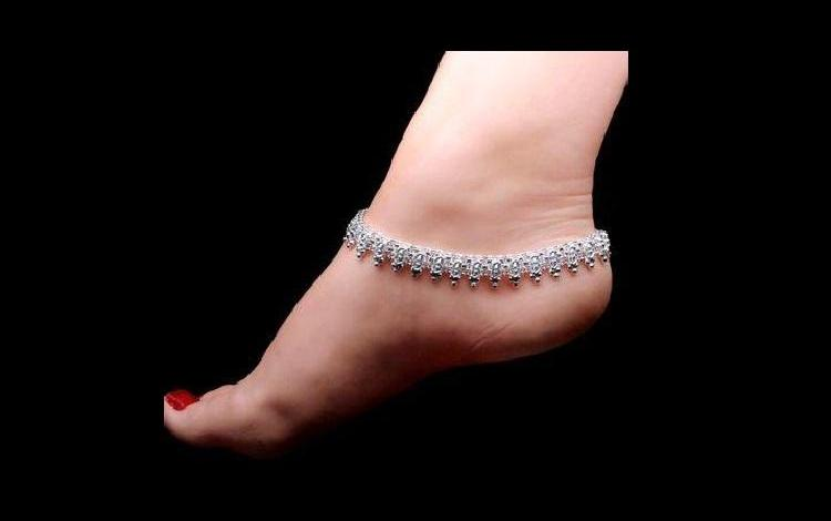 Reasons every woman should wear a silver anklet
