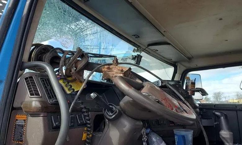 American truck driver survives a bizarre accident