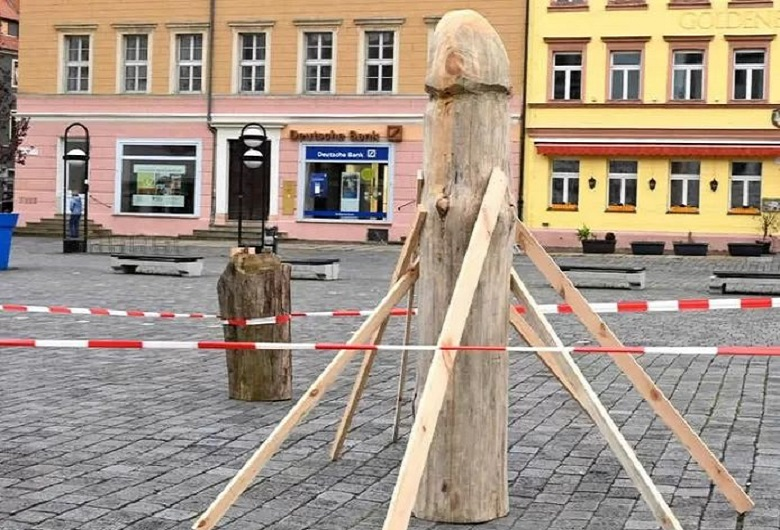This German wooden asparagus statue raises eyebrow