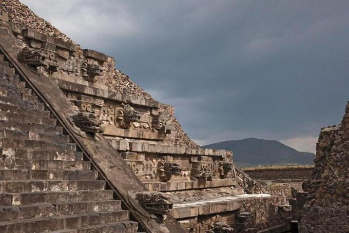Discovery of ancient Mayan city: decline of mysterious civilization
