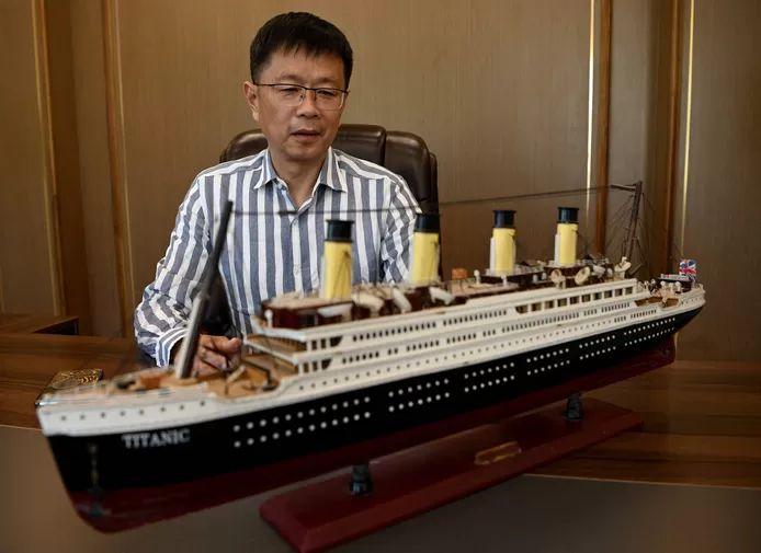 Su Shaojun with a replica of the Titanic