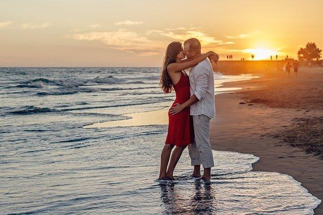 7 characteristics of a happy relationship