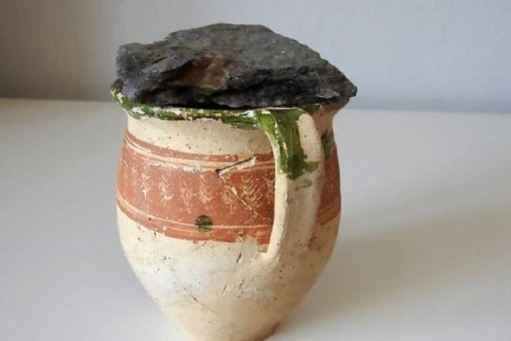 The old earthenware jug that has kept its secret for over 300 years