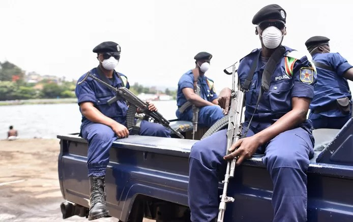 Kinshasa police officer shoots student for not wearing a mask