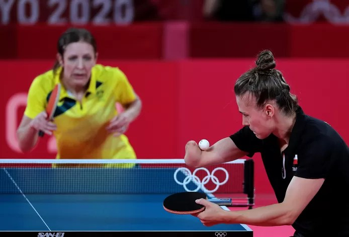 Table tennis star without a right-hand wins by a margin in first round