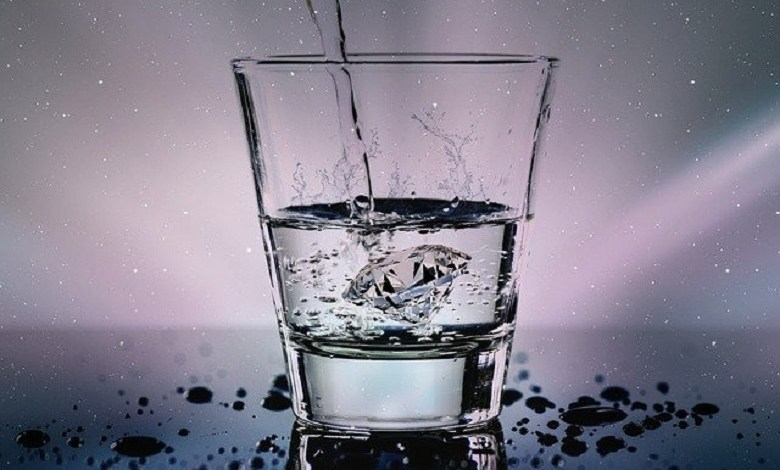 6 reasons why you shouldn't drink water left in a glass overnight