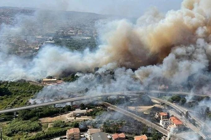 Italy has to deal with extremes: The north has again been hit by heavy thunderstorms, and scrub fires are still raging in the south.