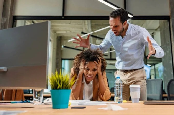5 Subtle Signs Your Boss Doesn't Like You