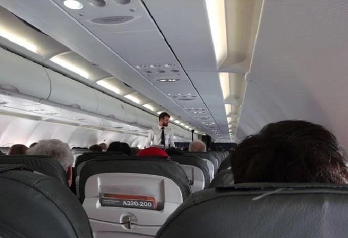 Unruly passengers on the flight: US flight attendants get self-defense course
