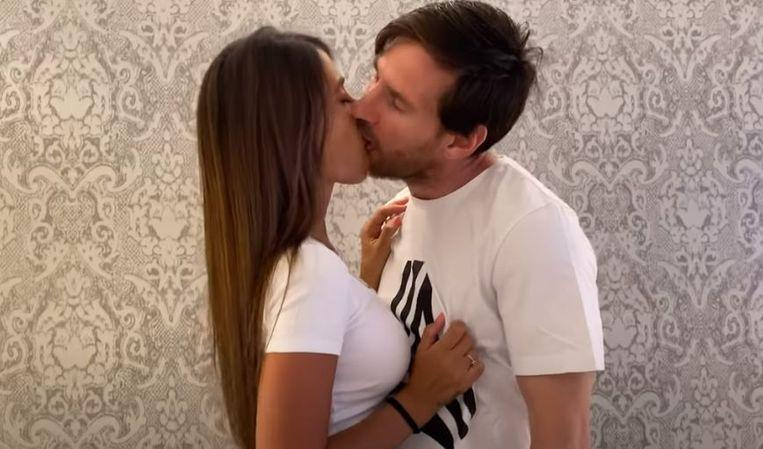 Intimate kiss of Lionel Messi and Antonella wag on social media