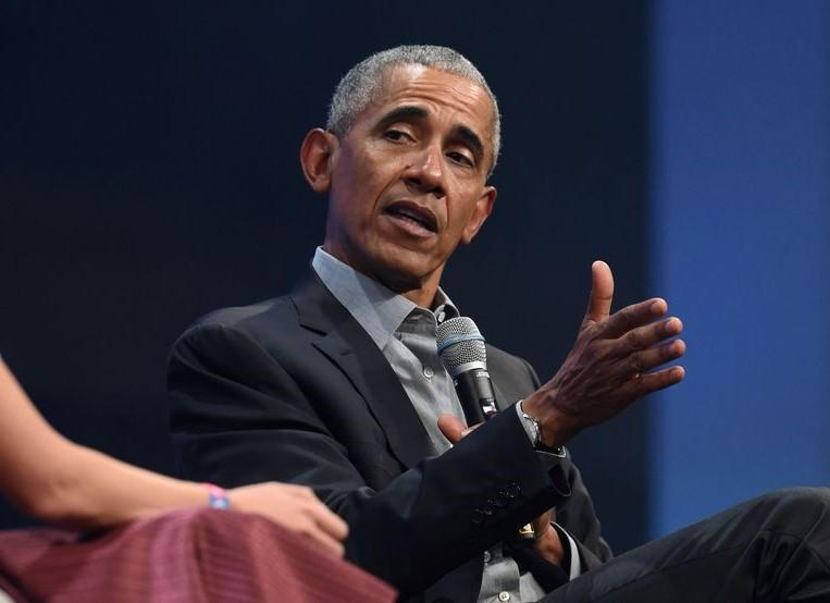 Trump lashes out again: Obama was a very incompetent president