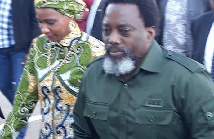 La tenue militaire de Kabila ne passe pas inaperçue