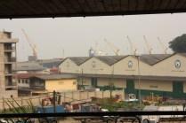 Le port de Douala, essentiel pour plusieurs pays de la région / Douala harbour has a crucial importance for several countries in central Africa
