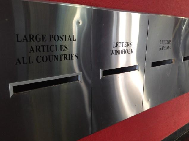 Un bureau de poste dans le centre de Windhoek / A post office in the city centre of Windhoek
