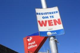 Une affiche appelant à s'enregistrer pour les élections / A poster calling to regsiter for the elections