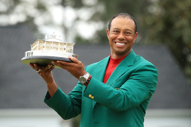 Golf/ Donald Trump honore Tiger Woods