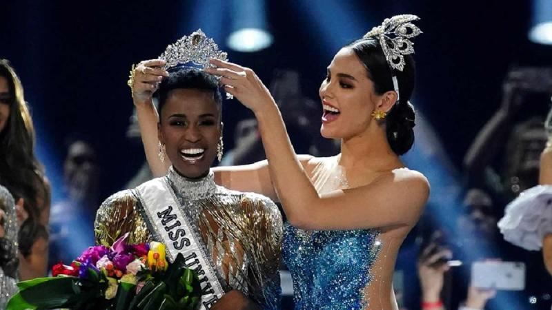 Une Sud-Africaine au cheveux crépus, élue Miss univers sans tissage, ni mèches