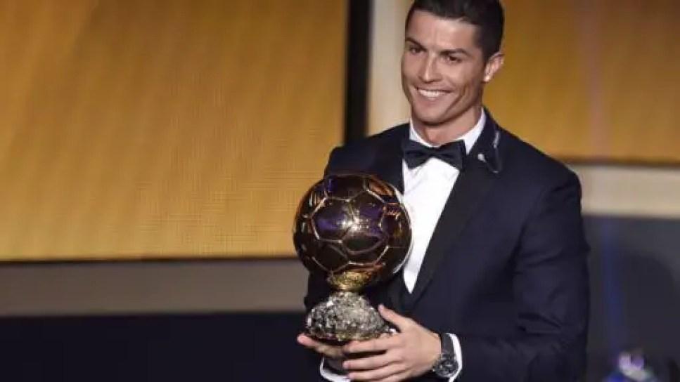 ronaldo-ballon-dor-1170x658-512x288 Cristiano Ronaldo a vendu un de ses Ballons d'Or!
