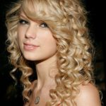 Chelka, hairstyle মধ্যে curled