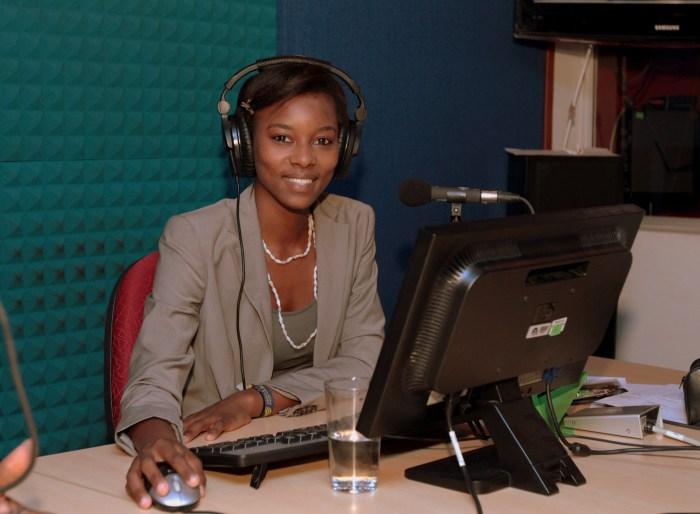 Andreiza Anaya responsable del programa radiofónico Afro Colombia