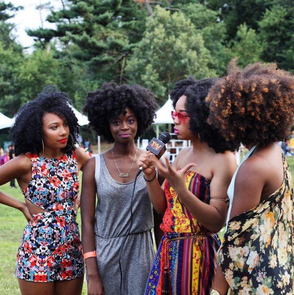 Mujeres negras que se les supone atrasadas por su pelo