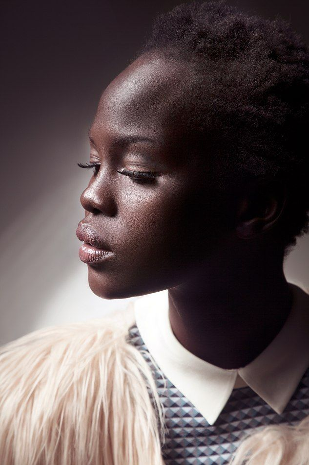 Mujer negra que se le supone fea por su cabello