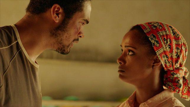 Will Shephard y Yaima Ramos, actores en la serie 'Mar de plástico'