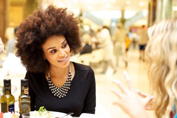 Pelo natural, peinados y discriminación
