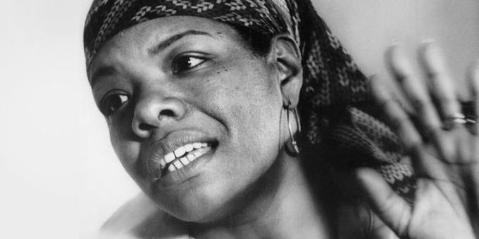 "Maya Angelou: ""Y aún así, me levanto"""