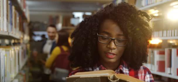 """""""Viviendo en modo Afroféminas"""", reseña del libro de Antoinette T. Soler"""