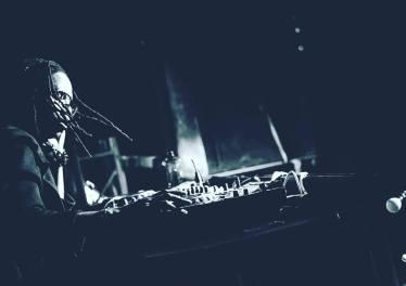 Jackie Queens - Glow (XtetiQsoul Remix) 2017