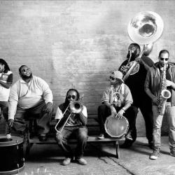 Foto de The Hot 8 Brass Band 1