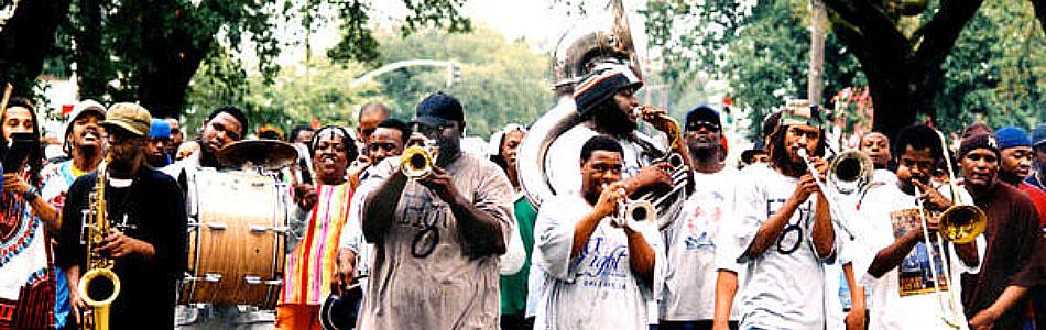 Hot 8 Brass Band lleva el sabor de los desfiles de la Nueva Orleans al mundo