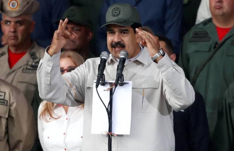 Maduro a été dissuadé par Moscou d'aller à Cuba, affirme Pompeo