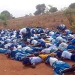 Nigeria Un Groupe de femmes d'église repérées gisant sur la route, priant contre le coronavirus (photos)