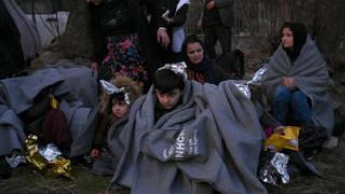 Près de 10.000 migrants bloqués en 24 par la Grèce à ses frontières avec la Turquie