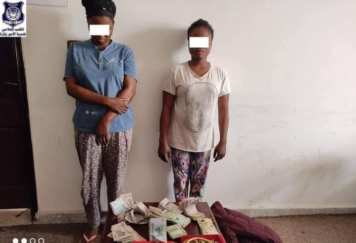 Libye: Deux femmes de ménage nigérianes arrêtées pour avoir prétendument volé l'argent de leurs employeurs et des bijoux en or