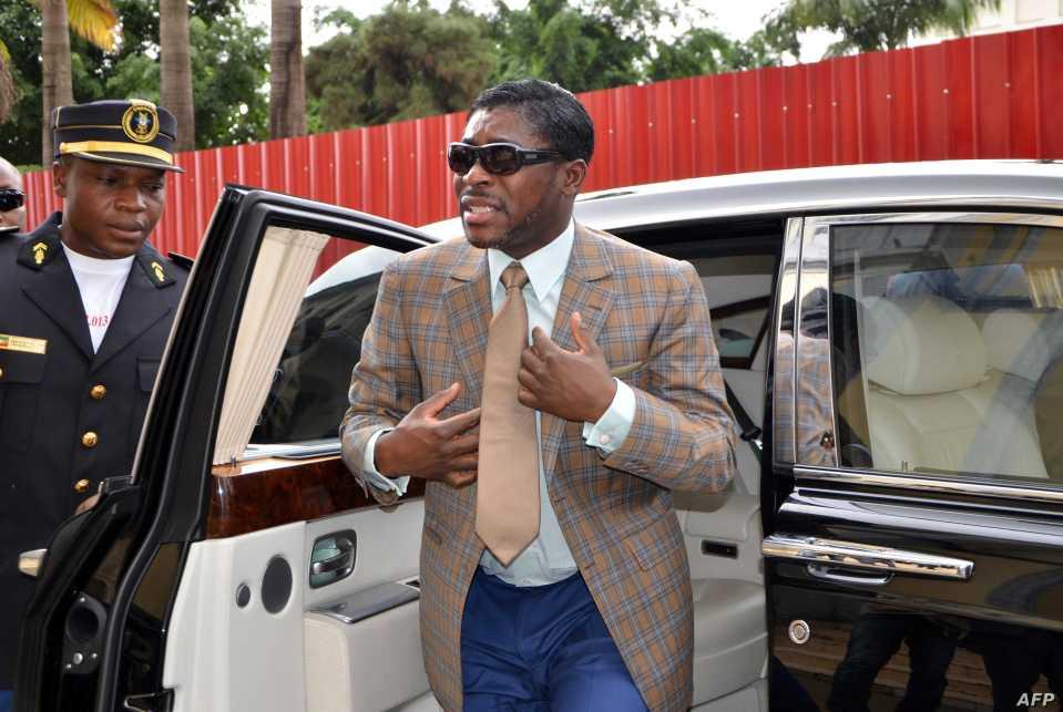 Le Royaume-Uni sanctionne Teodoro Obiang Mangu, fils du leader de la Guinée équatoriale pour « style de vie somptueux », les dépenses consacrées aux manoirs de luxe, aux jets privés et à un gant de 275 000 $ porté par Michael Jackson