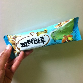 pistachio almond bar. ok. maybe i just got an old one.