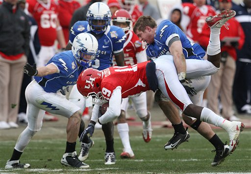 Houston wide receiver James Cleveland get hit by Air Force defensive back Chris Thomas, right, during the second half of the Armed Forces Bowl.  Air Force defeated Houston 47-20. (AP Photo/Tom Pennington)