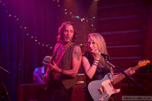 Greg (Rick Springfield) and Ricki (Meryl Streep perform with the Flash at the Salt Well in TriStar Pictures' RICKI AND THE FLASH.