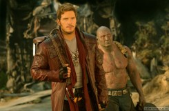 Marvel's Guardians Of The Galaxy Vol. 2 L to R: Star-Lord/Peter Quill (Chris Pratt) and Drax (Dave Bautista) Ph: Chuck Zlotnick © 2016 MVLFFLLC. TM & © 2016 Marvel. All Rights Reserved.