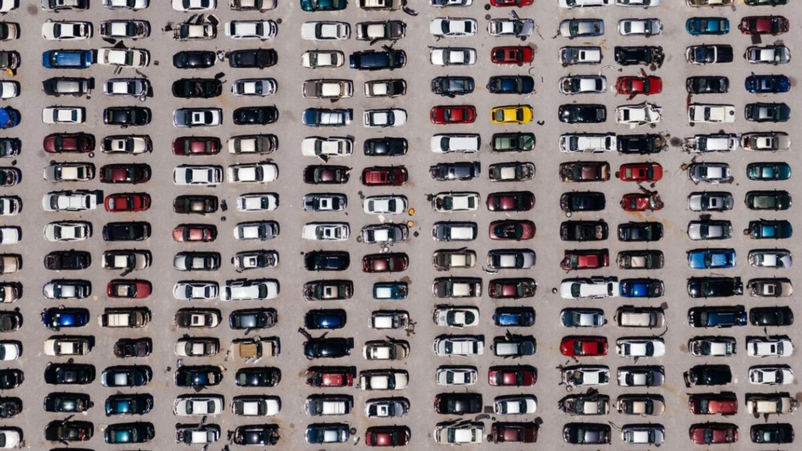 Parkplatz - Firmenwagen bleiben stehen