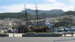 Парусник в порту Ретимно