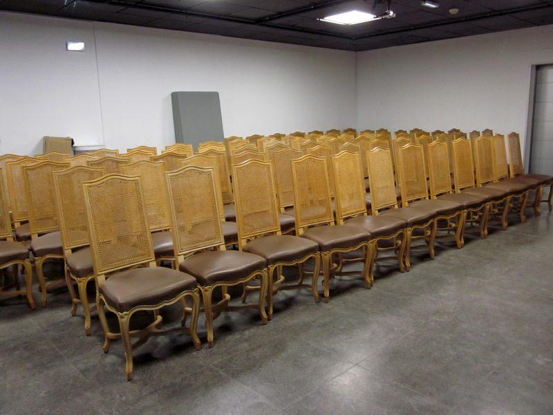 lot 129 78 chaises type restaurant