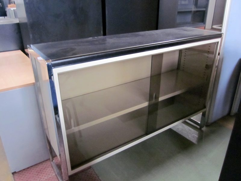 lot 179 meuble bas vitre rangement d