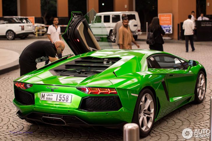 Felgroene Lamborghini Aventador Helpt Je De Dag Door
