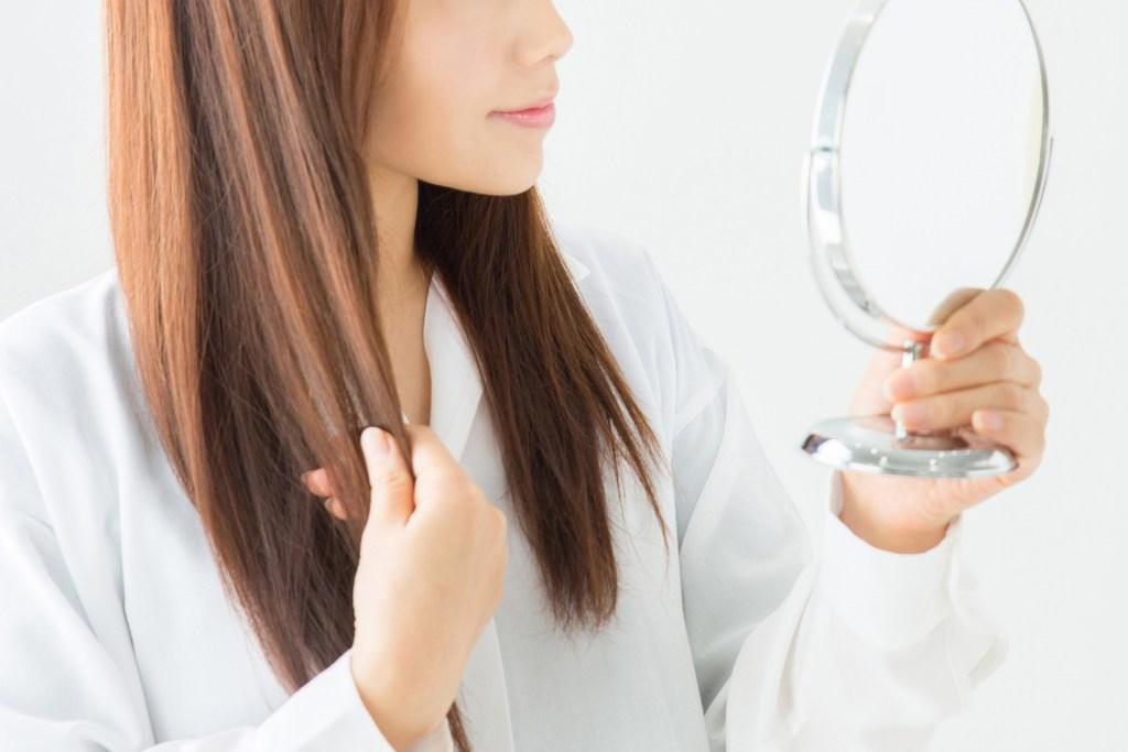 ミノキシジルで女性も初期脱毛が起こる?いつまで続くの?ケア方法は?