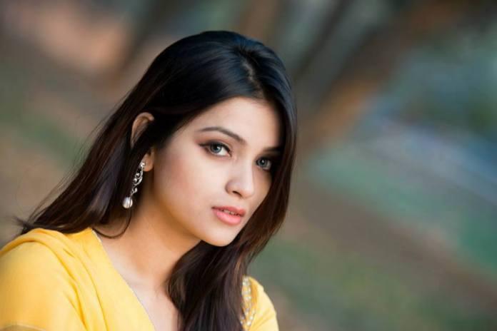 Bangladeshi Model & Actress Sharlina Hossain 12