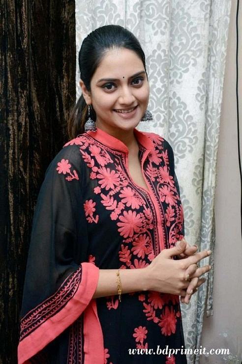 Nusrat Jahan - Kolkata Film Actress Bio & Best Images 34
